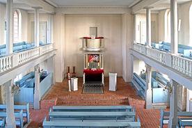 Der Altarraum der St.-Nikolai-Kirche Hohenhorn, Blick von der Empore - Copyright: Manfred Maronde