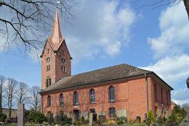 Außenansicht der St.-Nikolai-Kirche Hohenhorn, von der Seite gesehen - Copyright: Manfred Maronde